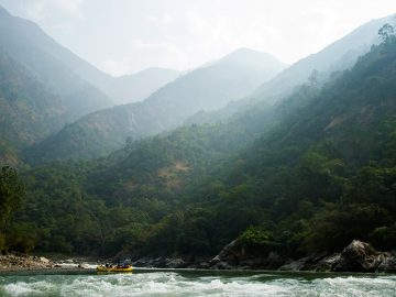 4 of the Best Winter Rafting Adventures Around the Globe